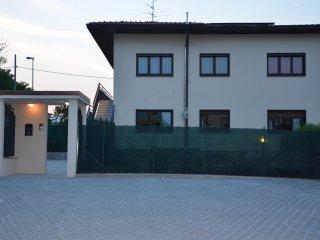 La struttura con il parcheggio riservato ai nostri clienti