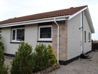 Modern two bedroom bungalow with views of city