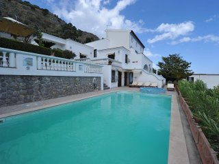 Villa de prestige, vue mer panoramique et piscine,