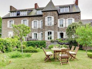 Grande maison traditionnelle renovee a Saint-Briac