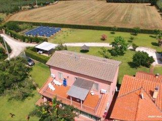 Rustico Toscano in campagna/mare 6 pax con terrazzo - grande giardino- PISCINA