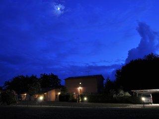 Appartamento tipico toscano, 2 camere, piscina, giardino privato, park auto