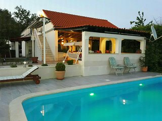 House Marija near Trogir, pool & jacuzzi