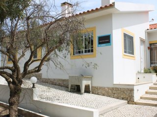 Modern cottage, pool, beach, ideal for families, rustic, central location.