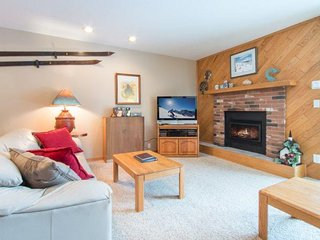 Snowdance Condominiums B102 - Walk to slopes, updated bathrooms and kitchen