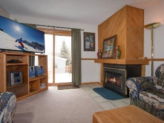 Snowdance Condo A101- Walk to slopes, ground floor, Mountain House area!