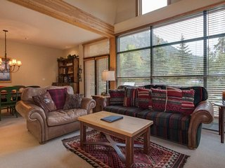 Ski Tip Townhome 8716 - On free shuttle, beautiful 2 story floor plan