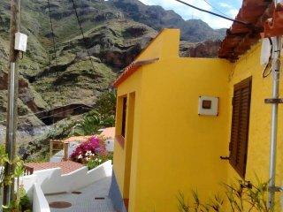 """Casa Rural Gomera """"Casa Lupe"""". Acogedora, con vistas y sin salir de la capital."""