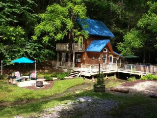 Creekside Cabin- Beautiful private and secluded setting along a sparkling creek