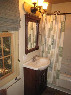 Bathroom with tub/shower combo and washer/dryer