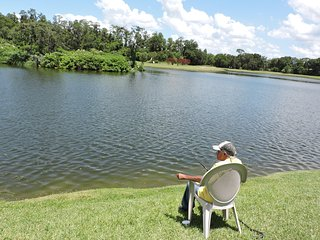 Fishermans Paradise.Luxury 4 Bed villa on fishing lake. Own pool.Close to Disney