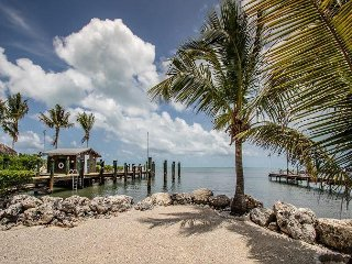 Gulfview escape with dockage, hot tub and plenty of parking