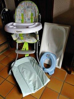 équipement Bébé: baignoire, matelas à langer, chaise haute, lit parapluie (pas sur la photo