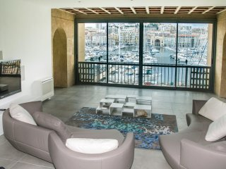 Luxury 180m2 - 3 bedrooms - Waterfront Old Port - Glorious Vews - City center