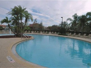 2960LH5-103. Beautiful 3 Bedroom Townhouse in The Gated Resort of Lucaya Village