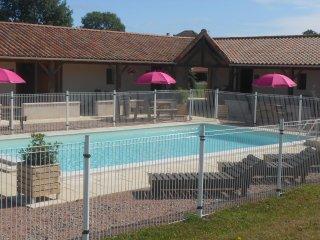Gite Passiflora with swimming pool (Auberge Abjat)