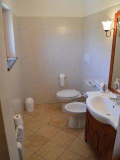 Camera Castagno, bagno