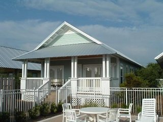 Two cottages with a shared pool & hot tub - close to the beach!