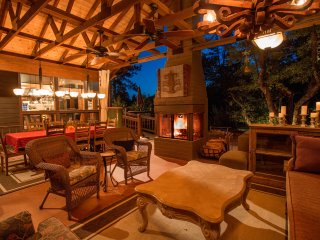 Dancing Bear Lodge, Pine AZ; Luxury Cabin with Spa and Outdoor living area