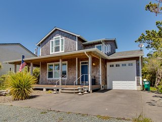 Charming, spacious home w/ private hot tub & gas fireplace, 1 min walk to beach!