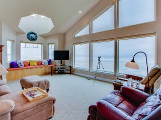 Upscale, oceanfront home w/ gorgeous views, jetted tub, private sauna, & deck