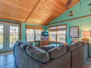 Canal-view and dog-friendly home w/ shared pool and boat slip - fish from deck!