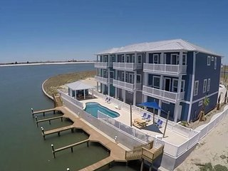 New! 4BR/3BA/4 Car Garage & Boat Slip! Short Walk To Beach! Sleeps 14