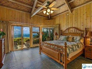 Oceanfront Master Bedroom Suite, King Bed
