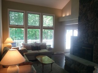 Four Season Townhome at Big Boulder Resorts with Lake Club Passes Included