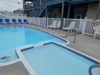 One Bedroom in Wildwood Crest, 2 Blocks from Beach, Newly Renovated