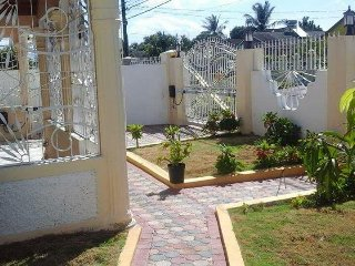 Home Sweet Home(Old Harbour Road) St Catherine, Jamaica