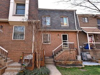Beatiful Entire Townhouse in Shirlington