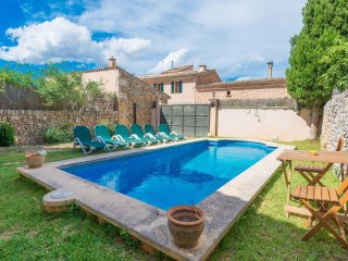 CAN REYNES - Villa for 10 people in Llubi