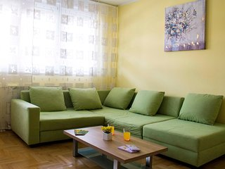 New and modern apt. near Main Bus station, fully equipped, parking, quiet street