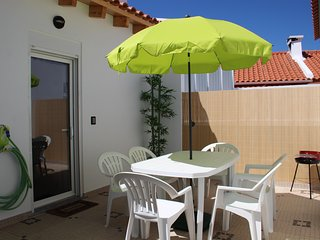 Casita C/Patio Privado, a 200 metros, 3 mn a pie, de la playa de Peniche