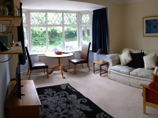 Chic apartment, country views, easy reach of historic villages, pubs & shops