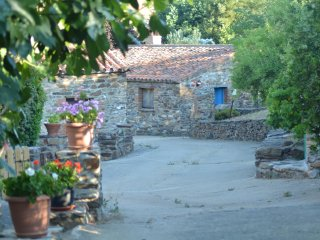 Casas  Rurales -ANTA finca con 6 casitas alquiler integro
