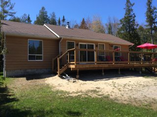 Four season Three bedroom cottage  3 Blocks to Sauble Beach