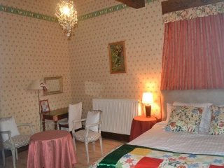 "Jouandassou B&B ""Red room"""