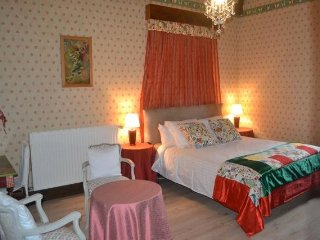 Jouandassou B & B 'Red room'