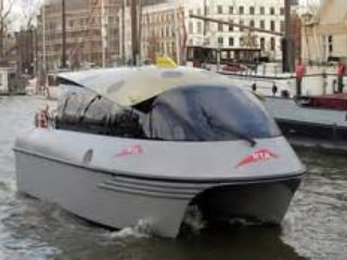 There are water taxis available nearby