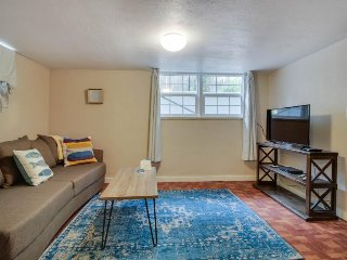 Cozy rental within blocks of Hyde & Camel's Back Park! Now with 4 shared bikes!