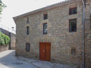 Casa de piedra rehabilitada con el estandar passivhaus en el centro de Ibero