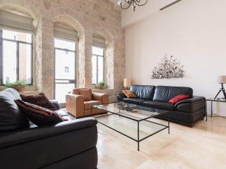 Beautiful new authentic style aprt near Mamilla!