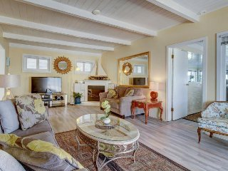 Beachfront home perfect for relaxing indoors and taking in the sun and surf!