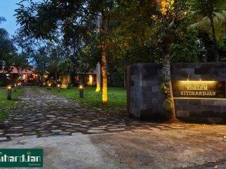 Ndalem Nitihardjan Guest House In Borobudur Tample