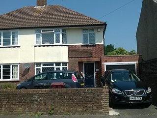 Spacious Family 3-Bed Semi-Detached Home In Chichester Near Goodwood