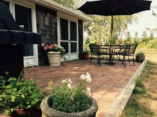 Sunny Chic Private 2Bdrm Guest Cottage nr Ocean + Beaches