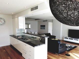 Newcastle Terraces & Apartments - Harbourside Apartment