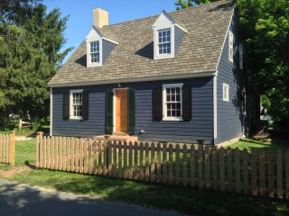 Carpenter St. Cottage in the Heart of St. Michaels - Walk To Everything!